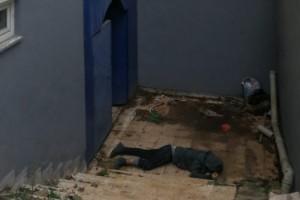 Tutuklandıktan sonra götürüldüğü polis merkezinde tuvalet penceresinden atladı