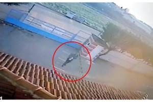 Atatürk heykeline saldıran kişinin güvenlik kamerası görüntüleri ortaya çıktı