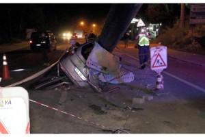 Otomobil, çalışma yapılan karayolundaki boruya çarptı: 1 yaralı