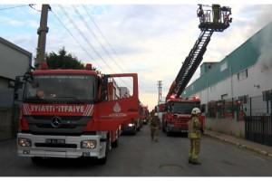 Silivri'de araç farı üretilen fabrikadaki yangın 7 saatte söndürüldü