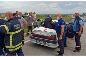 Tekirdağ'da servis midibüsü ile otomobil çarpıştı; aynı aileden 6 yaralı