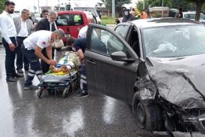Davutoğlu'nun konvoyunda kaza; genel başkan yardımcısı ve 1 çocuk yaralı