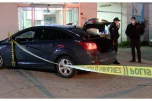 Tıp merkezi önündeki otomobilde başından vurulmuş halde bulundu
