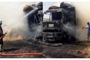 Balya yüklü kamyon yandı