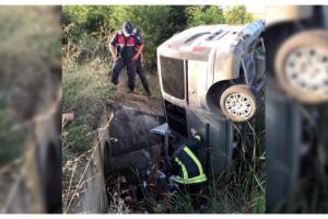 Menfeze düşen hafif ticari araçtaki 2 kişi öldü
