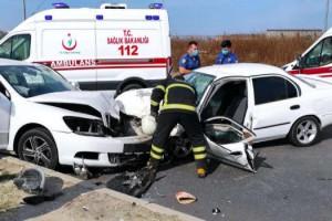 Tekirdağ'da iki otomobil kafa kafaya çarpıştı: 1 ölü, 2 yaralı
