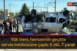 Yük treni, hemzemin geçitte servis minibüsüne çaptı: 6 ölü, 7 yaralı