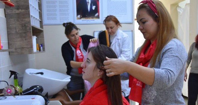 Kadınlar, Büyükşehir Belediyesi'nin Kurslarıyla Meslek Sahibi Oluyor